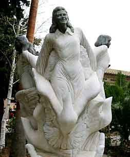 monumento-ninas-alcasser